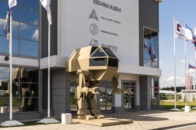 """Концерн """"Калашников"""" представил робота """"Игорёк"""" для российской армии"""