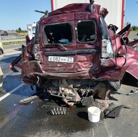 Под Казанью четыре человека погибли в столкновении «Лады» и грузовиков