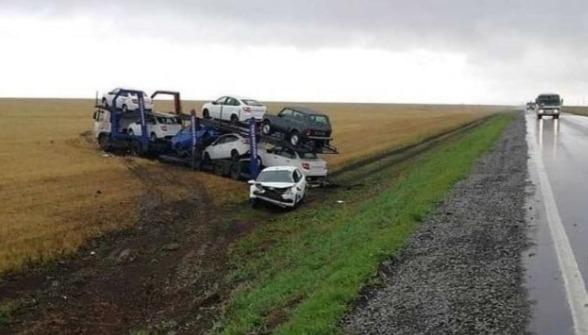 В Татарстане скатился в кювет автовоз, груженный автомобилями Lada