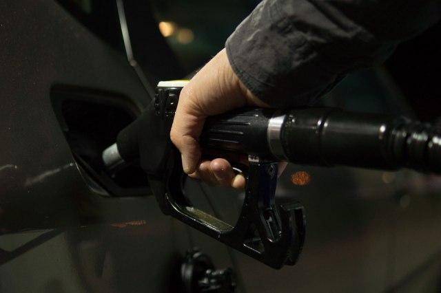 Выяснилось, во сколько обходится Правительству удержание цен на бензин