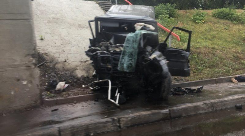 В Казани водитель Gelandewagen врезался в железнодорожный мост и погиб