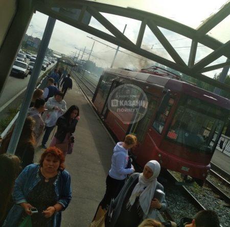 В Казани на остановке задымился трамвай