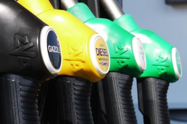 Дмитрий Медведев выступил против повторного повышения цен на бензин