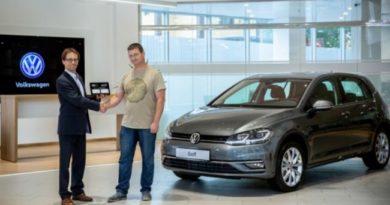Volkswagen Golf увидел первого покупателя в России