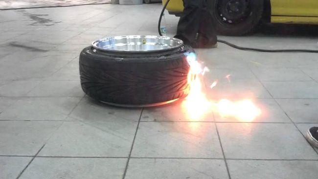 Как советские автолюбители ремонтировали шины огнем