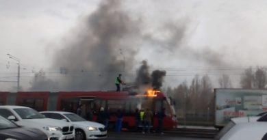 В Казани на проспекте Ямашева загорелся трамвай