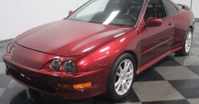 В США продают среднемоторную Acura Integra с 8,2-литровым мотором