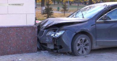 В Казани водитель протаранил здание Филармонии