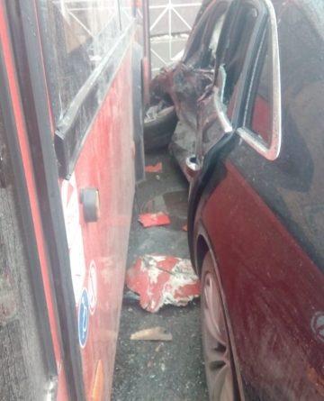 В Казани отстранили водителя автобуса, протаранившего Audi в центре города