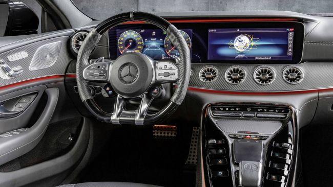 Mercedes-AMG GT 43 на Парижском автосалоне затмил Porsche Pnamera