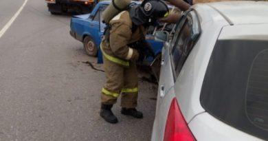 Под Казанью трубы проткнули Nissan, в котором ехали женщина с девочкой