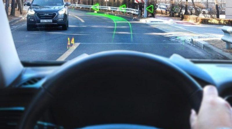 Hyundai внедрила в лобовое стекло проекционный дисплей с навигацией