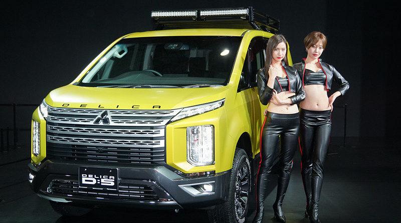 В Японии представили походную версию новой Mitsubishi Delica D:5 (+ фото красивых японок)