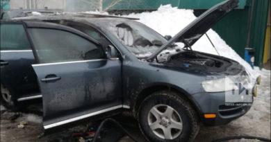 В Альметьевске взорвалась припаркованная иномарка