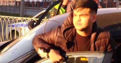 На проспекте Амирхана у BMW оторвалось колесо во время погони