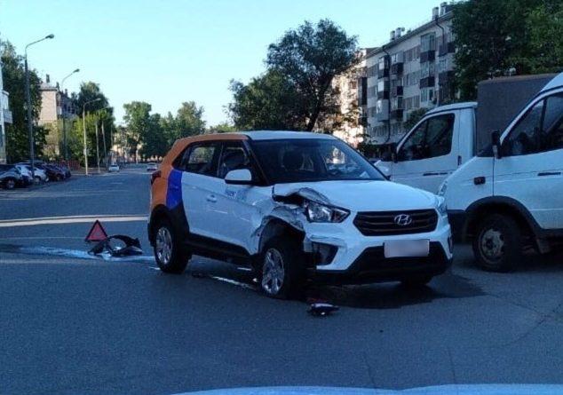 В Казани после запуска «Яндекс.Драйва» произошло первое ДТП с их авто