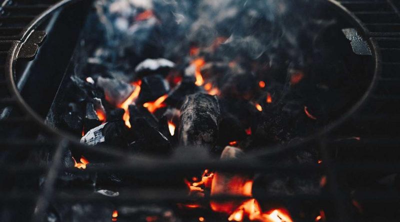 Наиболее частыми причинами пожара в загородных домах являются поджоги и аварийный режим работы электротехнических систем застрахованных строений
