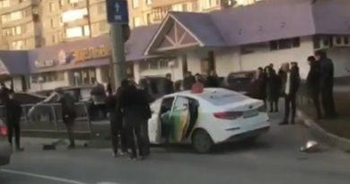 Авария, в которой погибла пассажирка казанского такси, попала на видео