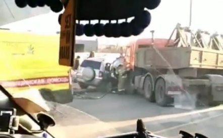 В Казани кроссовер влетел под «КАМАЗ». Погибла женщина