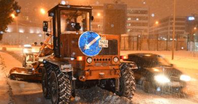 В ночь на 19 декабря в уборке снега задействуют 247 единиц спецтехники