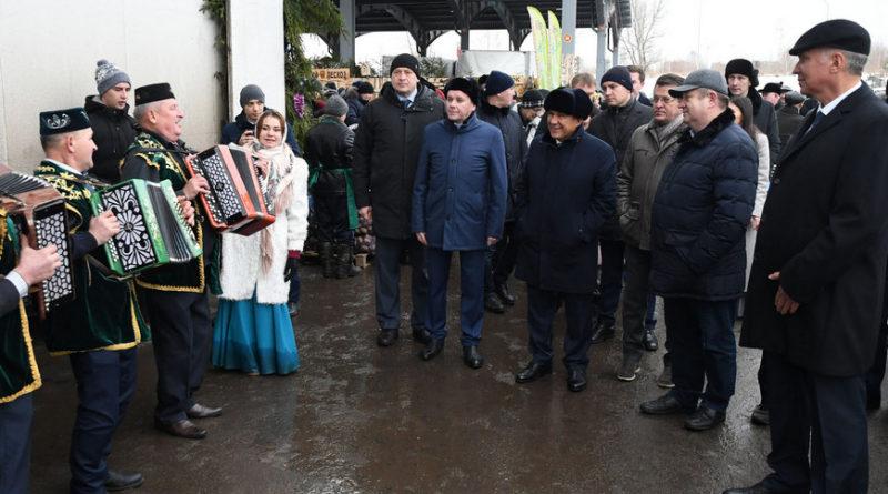 Рустам Минниханов и Ильсур Метшин посетили сельхозярмарку в агропромпарке «Казань»