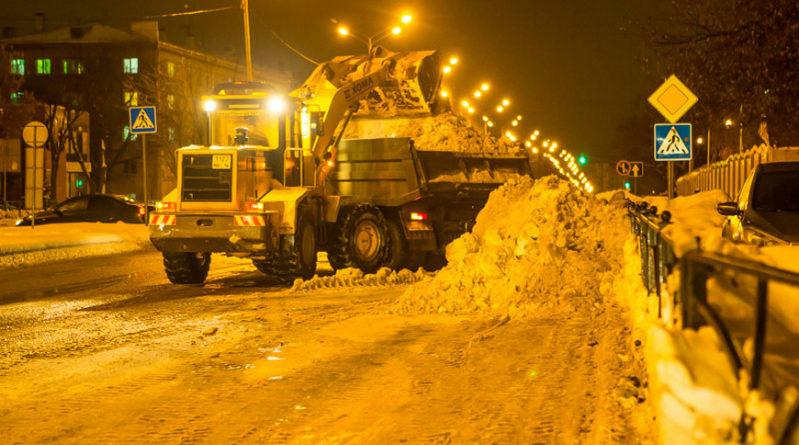 276 единиц спецтехники задействуют в очистке казанских улиц от снега в ночь на 11 января
