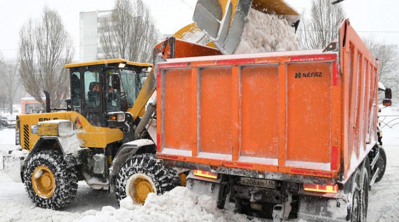В уборке казанских дорог от снега задействуют 301 единицу спецтехники