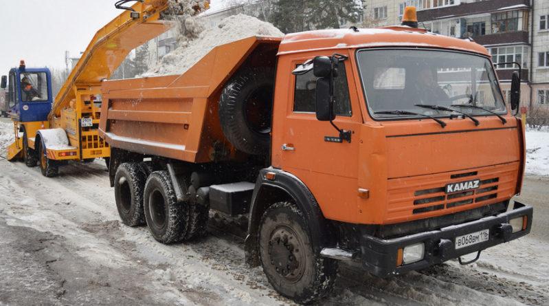 Днем 12 января в уборке улиц Казани от снега задействованы 216 дорожных рабочих и 195 единиц спецтехники