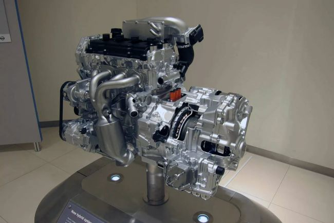 Geely и Toyota собираются выпускать гибридные двигатели