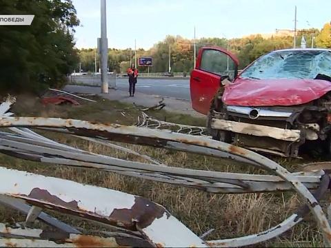 Смертельное ДТП на проспекте Победы: водитель сбил женщину, протаранив забор
