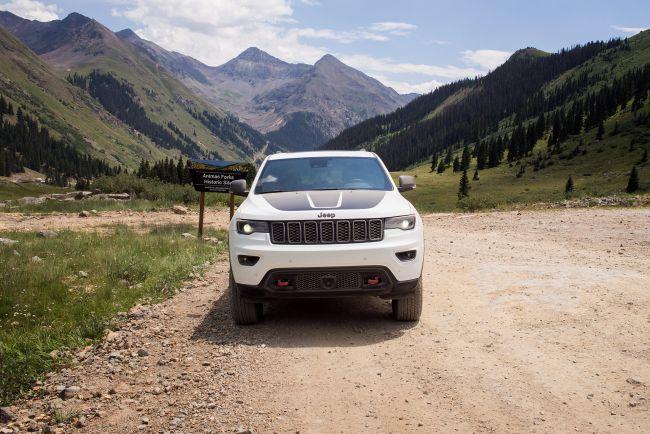 Опасная дорога в горы. Тест-драйв Jeep Grand Cherokee TrailHawk
