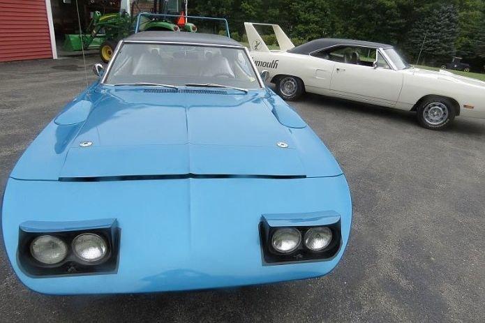 Два очень редких Plymouth Superbird простояли в гараже 40 лет. Теперь их владелец разбогатеет