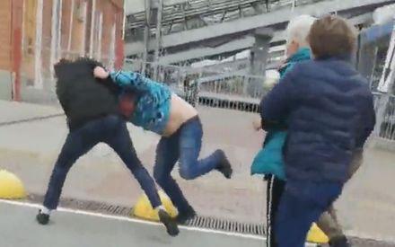 В Казани нелегальные таксисты устроили драку из-за пассажиров