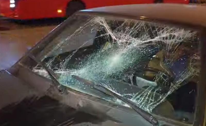 В Казани сняли на видео, как убегающего от преследователей пешехода сбила «Лада»