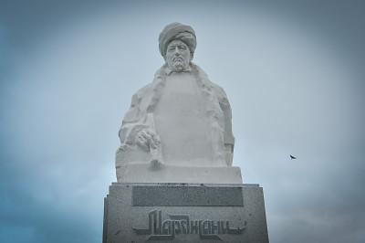 В Казани на набережной Кабана открылся памятник известному татарскому богослову Шигабутдину Марджани