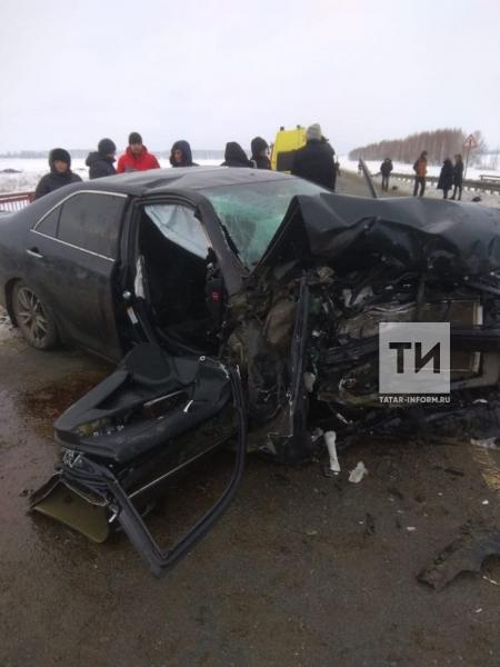 Жесткое ДТП на мосту в Татарстане: погибла женщина на KIA