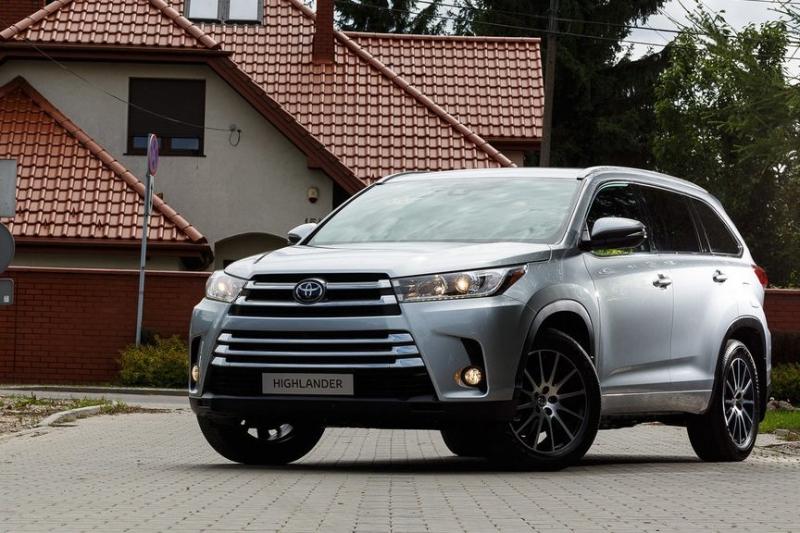 Toyota отзывает в России внедорожники Хайлендер для замены лампочек