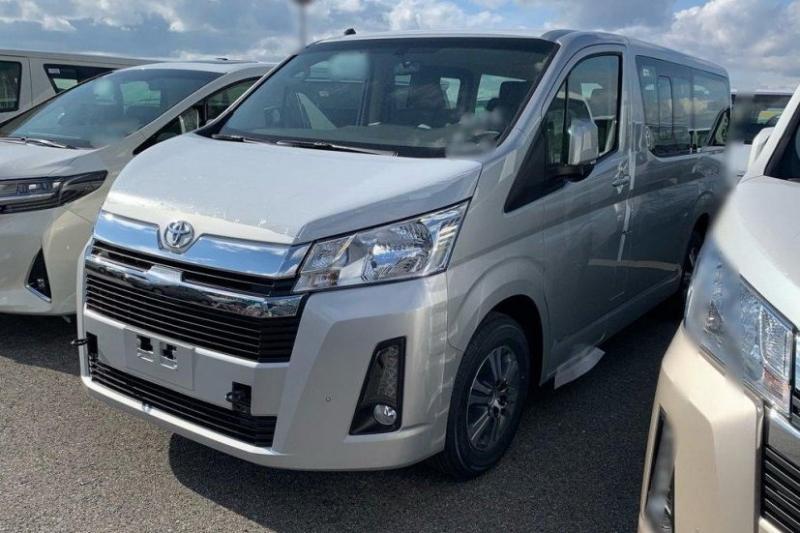 Новая Toyota Hiace: первые ФОТО