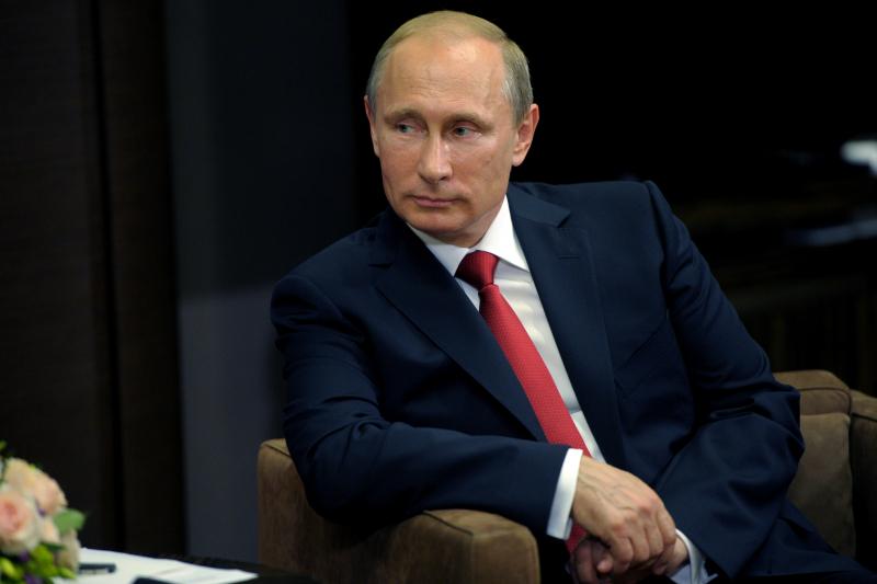 """В.Путин поздравил команду """"КАМАЗ-мастер"""" с победой на ралли """"Шелковый путь"""""""