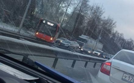 «День жестянщика»: в Казани столкнулись автобусы, а 4 машины создали пробку