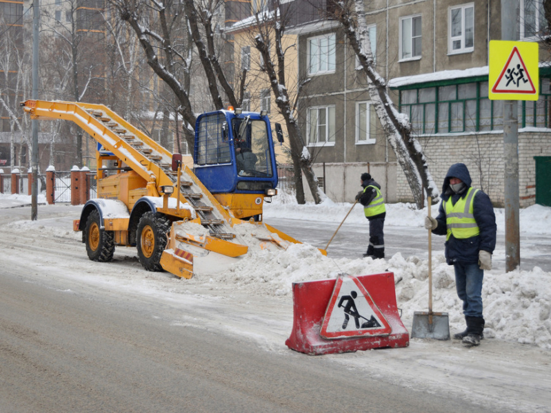 449 дорожных рабочих и 303 единицы спецтехники выйдут на уборку улиц Казани от снега