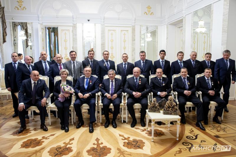 КАМАЗ-мастер: Рустам Минниханов встретился с командой «КАМАЗ-мастер»