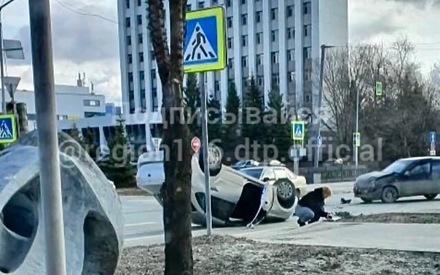 «Проклятое место»: в Казани на перекрестке перевернулся автомобиль