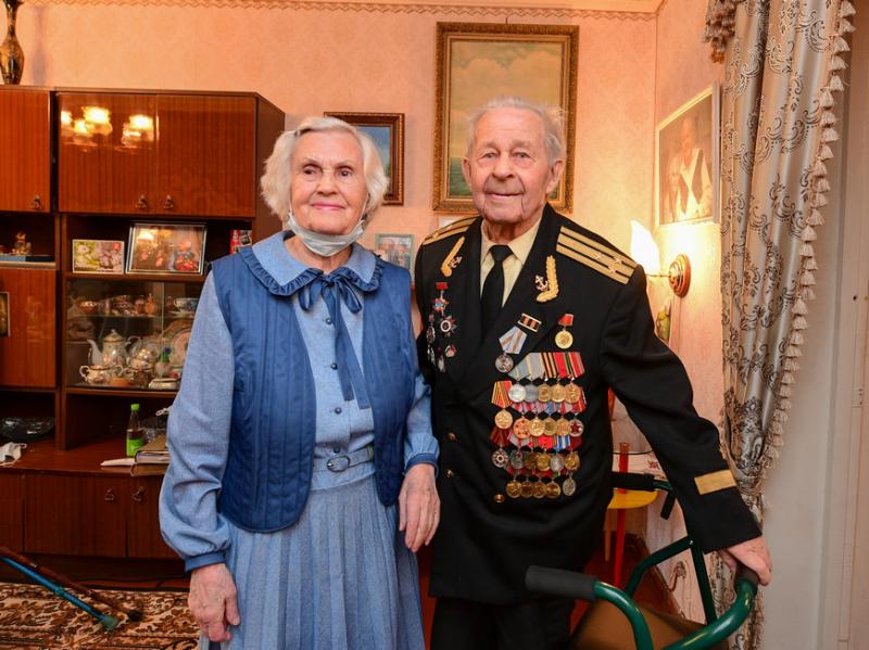 В Международный день семьи Р.Минниханов и И.Метшин посетили семью Петровых из Казани