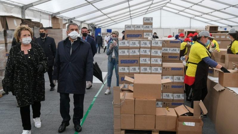 Р.Минниханов и И.Метшин посетили распределительный центр благотворительного движения «Ярдэм янэшэ! Помощь рядом!»