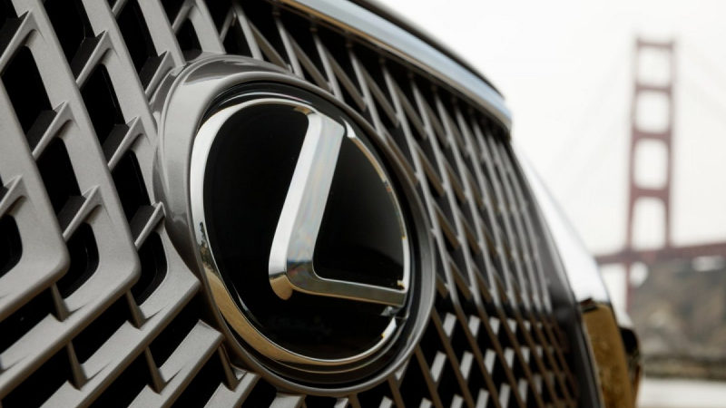 Lexus озвучил характеристики первого бюджетного кроссовера BX