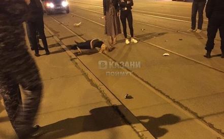 Ночью на трамвайных путях в Казани сбили женщину