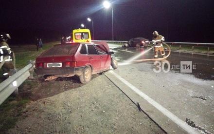 Страшная авария под Казанью: две легковушки столкнулись лоб в лоб