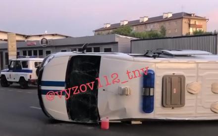 Соцсети: в Казани полицейский автомобиль перевернулся после столкновения с иномаркой
