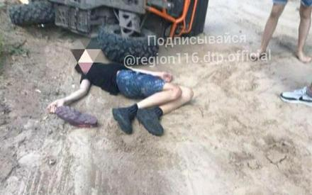 «Гоняют как бешеные»: под Казанью трое молодых людей перевернулись на квадроцикле